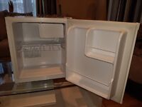 brand new table top fridge never used. storage capacity is 42L.