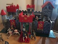 Castle/Fort with figurines - Great Christmas Gift!