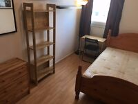 Fantastic Views - Lovely Double Room Available Now - 1 stop to Bank Station