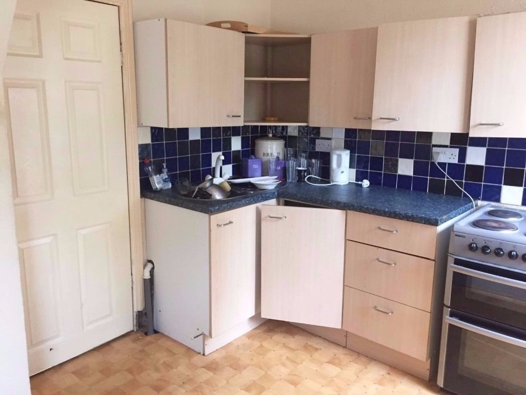 **LET BY** 3 BEDROOM MID-TERRACED PROPERTY-ETRURIA -LOW RENT- DSS ACCEPTED-NO DEPOSIT