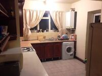 LARGE DOUBLE ROOM AT LYTTELTON RD. LOVELY HOUSE. 2 MIN LEYTON ST.