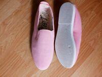 Ladies pale pink flossy style shoe