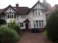 A 2 double bedroom ground floor garden flat with off street parking in Finchley Way N3 1AG