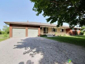 $1,095,000 - Bungalow for sale in Egbert