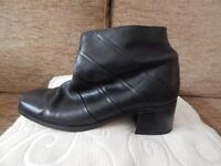 LADIES' BLACK LEATHER ANKLE BOOTS
