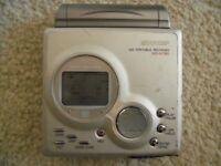 Sharp MD-MT80 Personal MiniDisc Player & 4 minidisc tapes