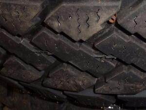4 pneus d'hiver 195/65/15 Pacemark Snowtrakker, 30% d'usure, 8-9/32 de mesure
