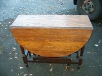 Solid oak gate leg table for 4, antique dining kitchen table, country side table, drop leafs c.1930.