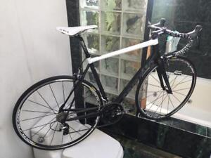 BRAND NEW (SIZE 56cm) CERVELO R3 DURA ACE CARBON ROAD BIKE