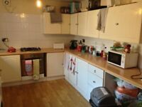 5 bed Student houses, Summer half rent, close to uni, transport, city centre, hospital, furnished