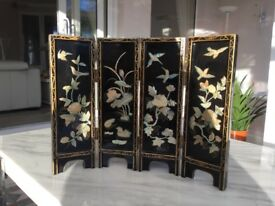 Inlaid mother of pearl table divider