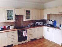 Flat to share with 1 person. Great location and price for St Andrews.