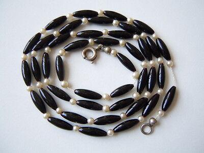 Alte Kette mit Onyx Oliven und echten kleinen Perlen 8,2 g/ca. 57,5 cm