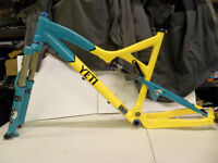 Yeti Special Products 575 25th Anniversary Frame & Forks Ti Saddle Chris King Located in Bridgend