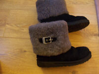 Ladies UGG Boots Size 3 Black With Grey Fur Excellent Condition