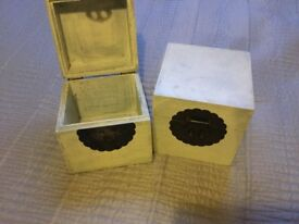 2 x Solid Wood Boxes Great Ornaments or to put Christmas Presents in