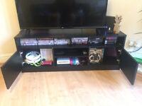 Habitat corner large TV