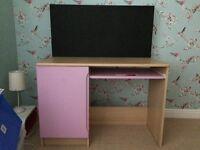 Desk suitable for girl bedroom