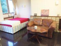 Maida Vale/Kilburn Park - Very Large Double Room with Own Balcony