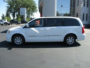 2011 Chrysler Town & Country Touring (Dual DVD Screens)