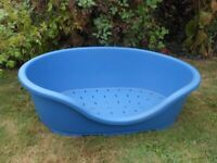 Very Large 'Perla' Plastic Dog Bed (77 x 50 cm, 30 x 20 inches)