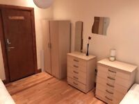 COMFORTABLE ENSUITE DOUBLE/TWIN ROOM*1 MIN TO LEYTON ST*RUCKHOLT RD