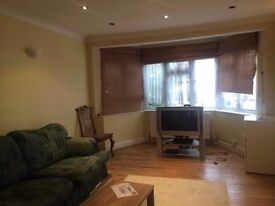 Spacious 2 Bed House in Woodford Green IG8 8LU Rent £1375