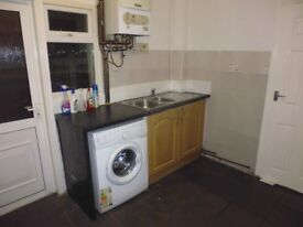 4 bed end terrace house to rent in Tooting Broadway