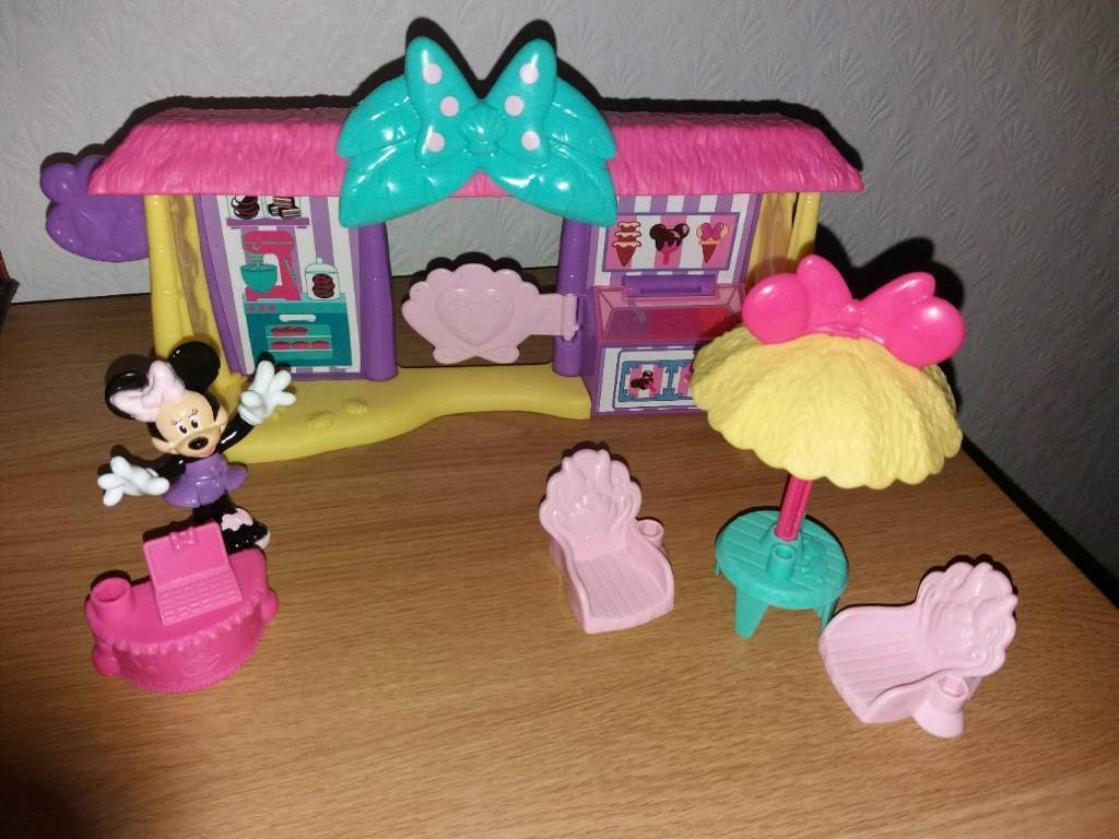 disney minnie mouse beach ice cream shop with all accessories in
