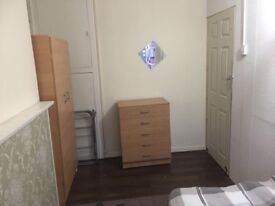 Large single room in Limehouse, £115/wk, quiet place.