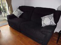 electric reccliner black sofa in very good condishon