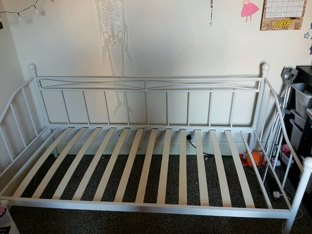 Single metal bedframe