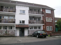Furnished 2 Bed G/F flat, No deposit, GCH, D/G, New carpets/Decorated, shared garden,Of road parking