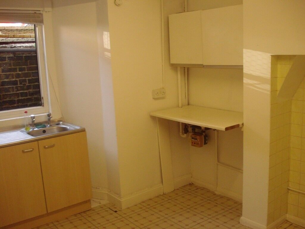 2 bedroom groundfloor flat in NN8 Gas central heating, private entrance garden lounge kitchen diner