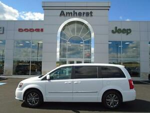 2015 Chrysler Town & Country S w/ 2 dvds ONLY $188* Bi-weekly
