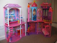 Barbie Beach House and Barbie Palace (+ 2 barbies)