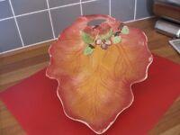 Decorative Leaf-shaped Fruit Dish