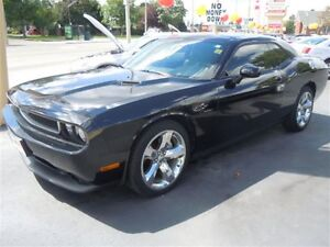 2013 DODGE CHALLENGER SXT- SUNROOF, REAR VIEW CAMERA, HEATED SEA