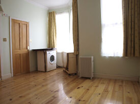 First floor spacious studio flat to rent, Turnpike Lane, water included in the rent, close to stn