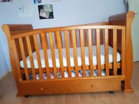 Single bed in new conditon with matress
