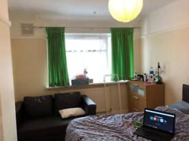 Double room rent in Northolt UB5 5HL
