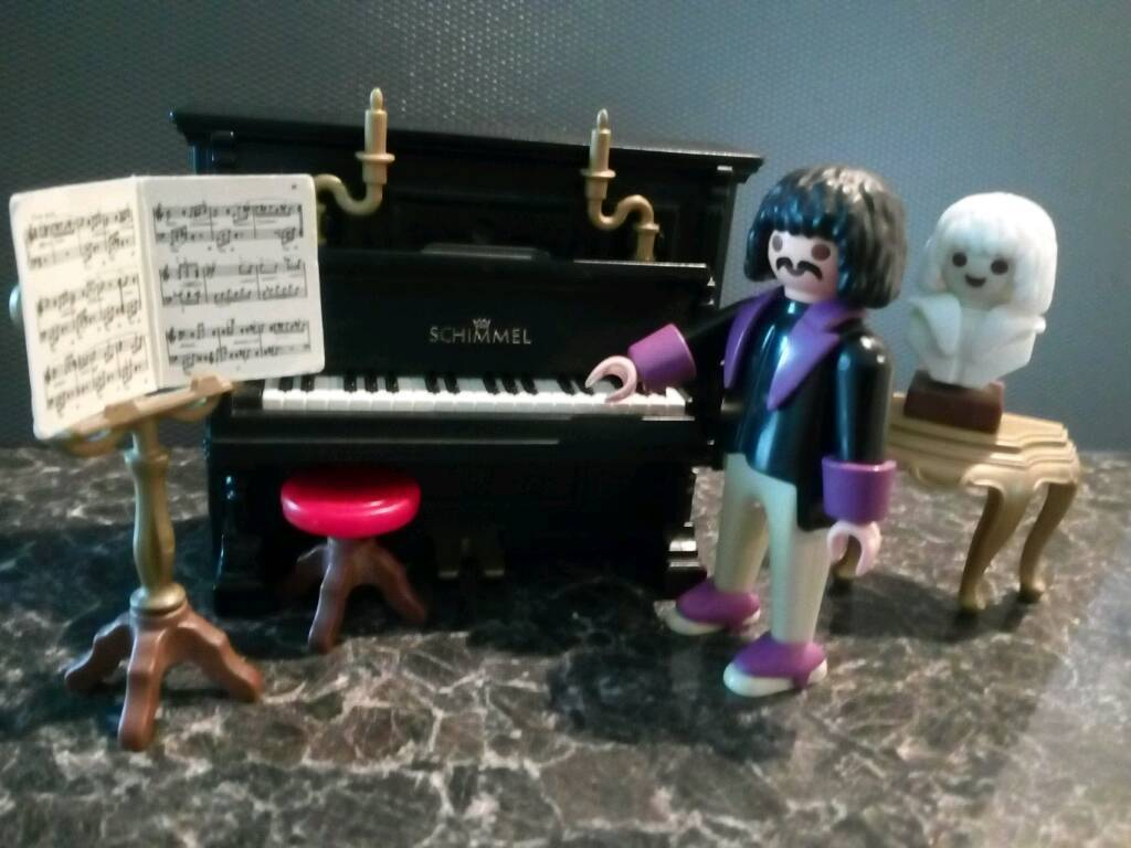 Playmobil Pianist and Piano