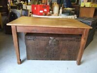 VINTAGE FARMHOUSE KITCHEN TABLE MADE OF SOLID OAK SEATS 6 IN GOOD USED CONDITION GREAT LOOKING £70