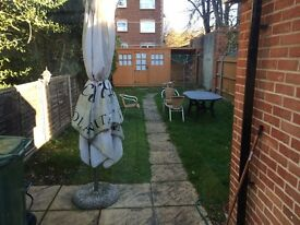 Double room with ensuite in town centre. Single professional occupancy only.