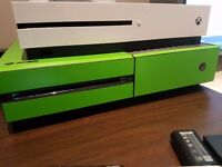 Xbox one day one edition + games