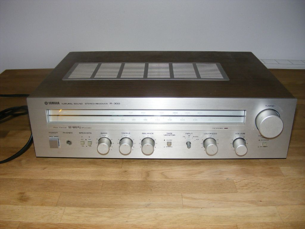 Yamaha am fm tuner stereo receiver amp amplifier r 300 for Yamaha amplifier receiver