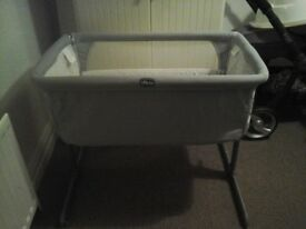Very good condition next to you chicco crib and very good static mattress