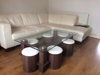Coffee table with 6 stools in excellent condition // can deliver