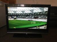 "42"" L.G 42LC2D HD LCD TV WITH BUILT IN FREE VIEW IN GREAT CONDITION."