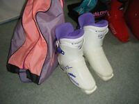 white ladies ski boots size 5 with bag